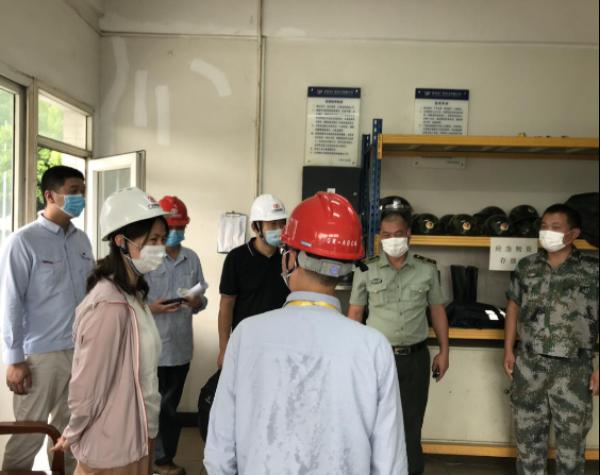 市工业和信息化局何志梅副局长赴前湾电厂开展安全、反恐等检查及督导三年行动计划工作